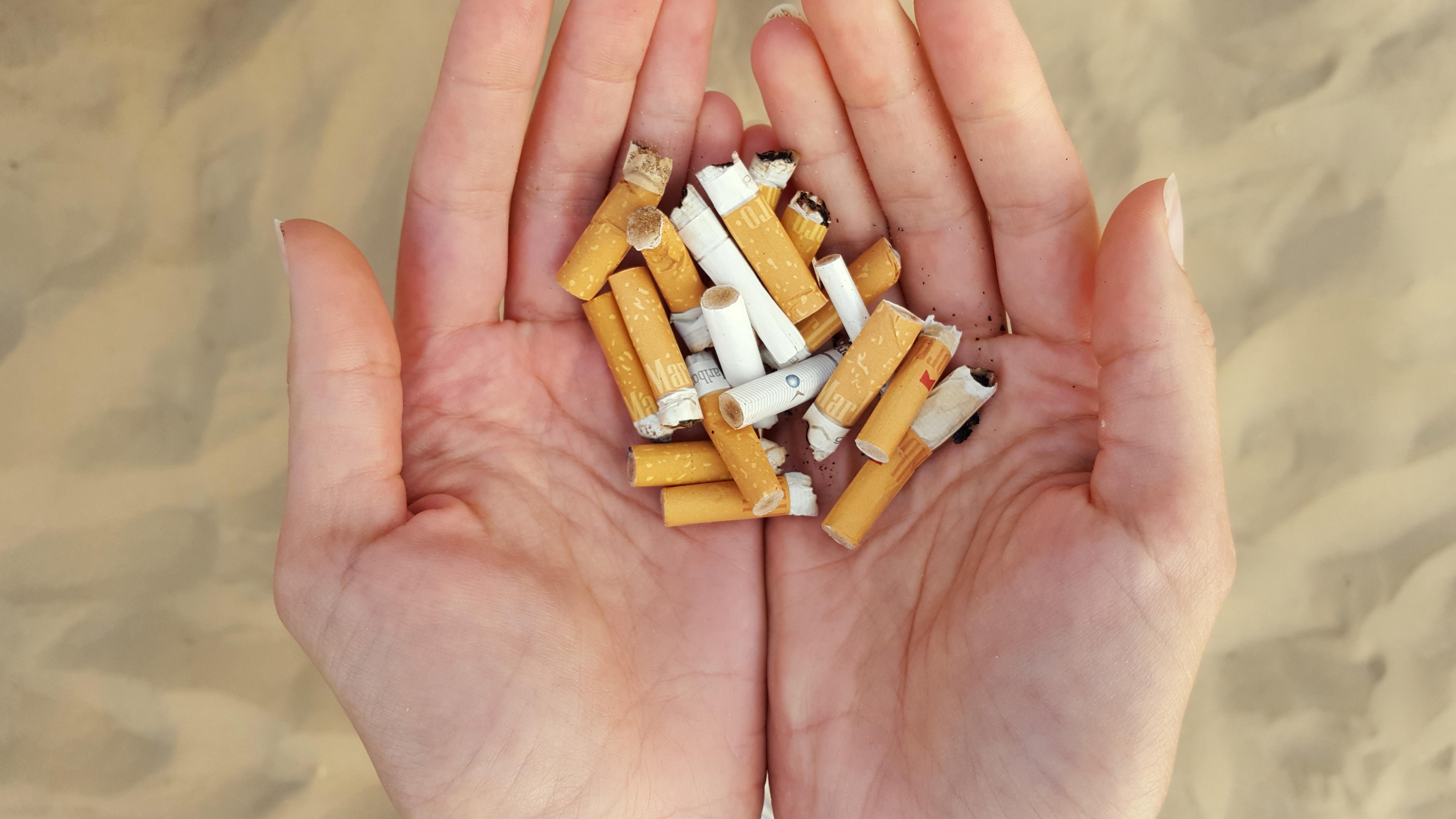 pollution des plages par les mégots de cigarettes