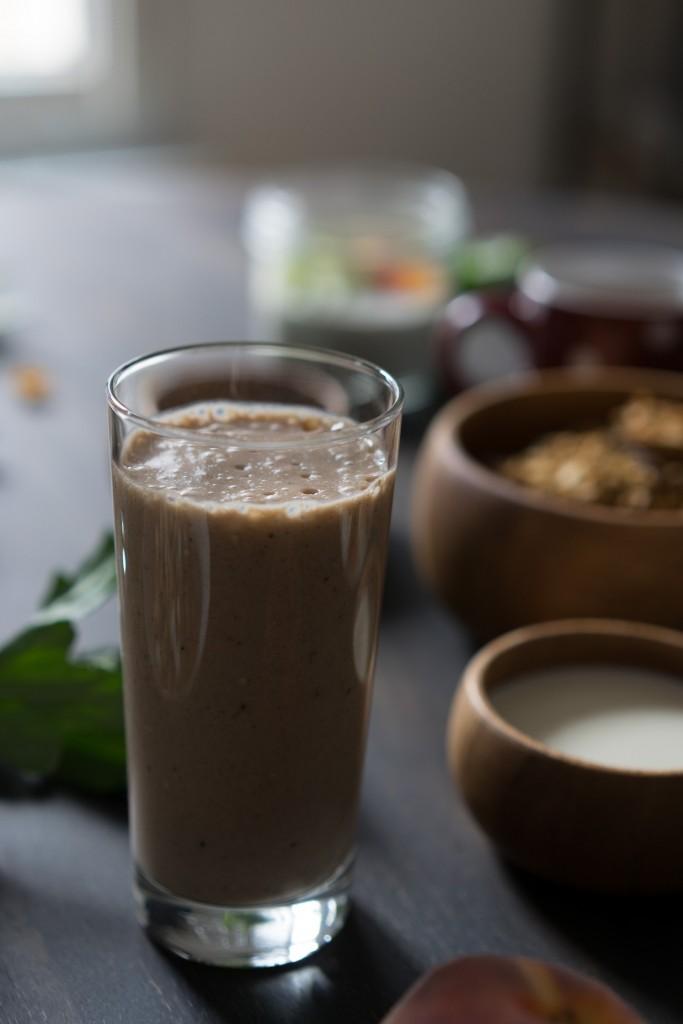 Milkshake vegan à la banane et au sésame noir