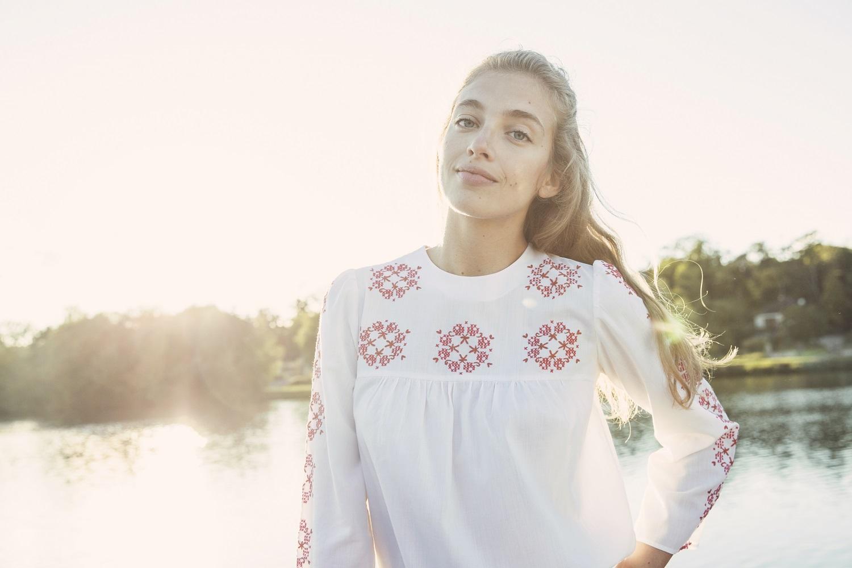Une tenue d'automne pour femme, un look mode de seconde main