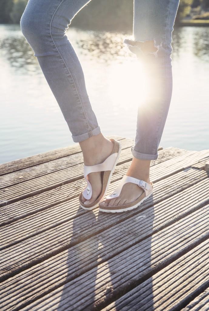 sandales aquaziac et jean Levis vintage pour un look d'automne tout doux